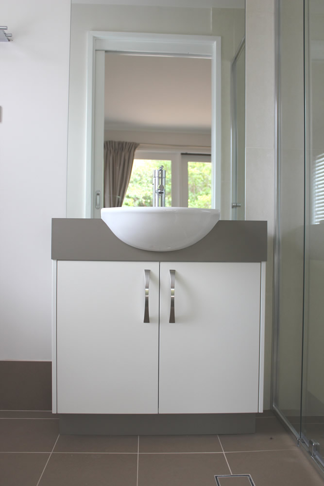 Bathroom linen cabinet ikea bathroom home design for Small bathroom renovations canberra